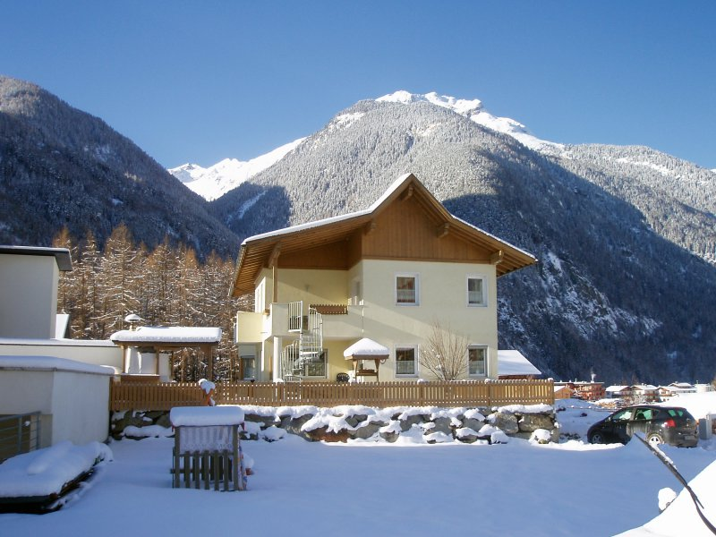 0012-winter-haus-westen